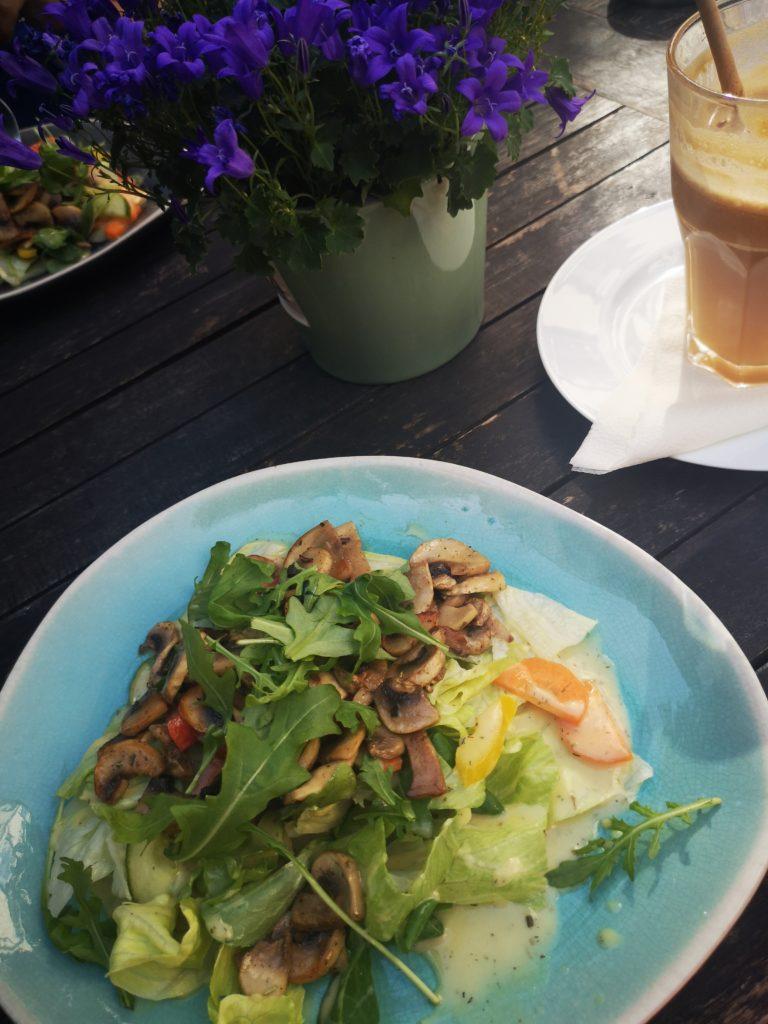 leckere salate gibt es im pfefferminzje