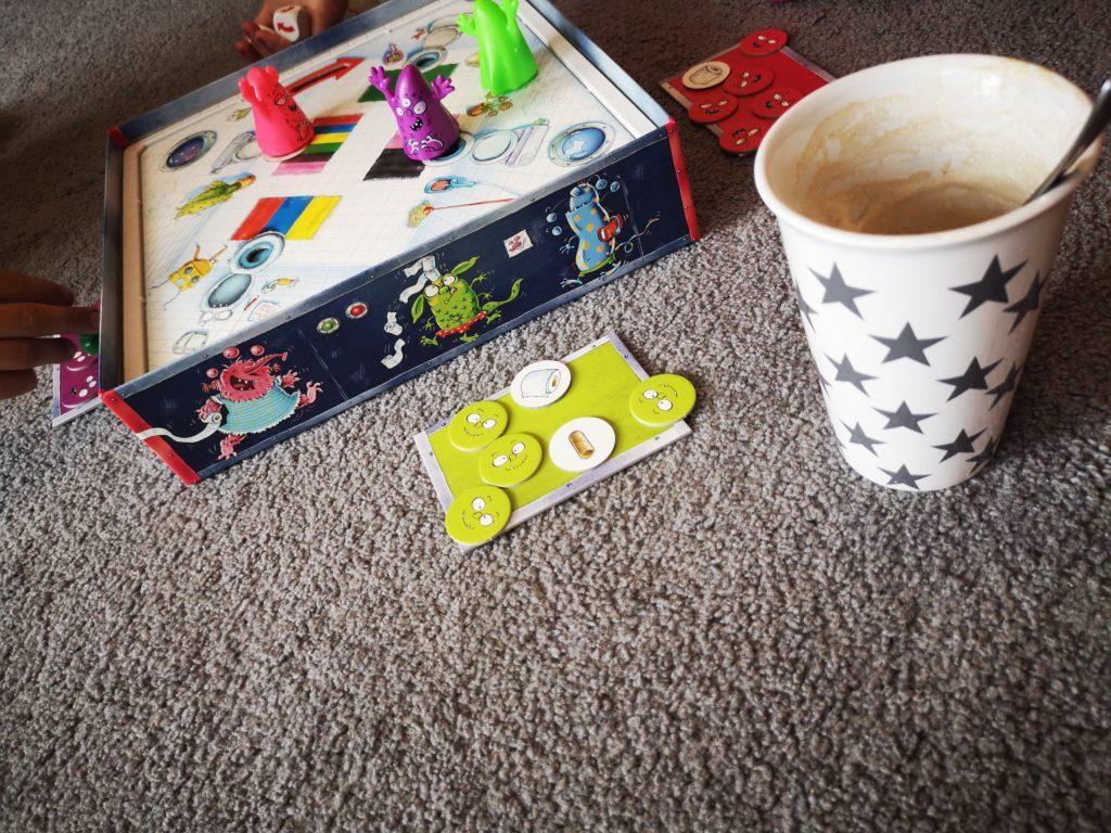 monster pups spiel mit kaffee