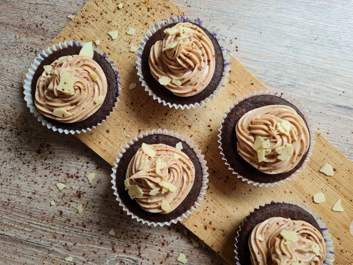 schokoladen cupcakes mit schokoladen frichkäse frosting